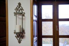© Λιθόχτιστα Ξενώνες- Lithoxtista Guesthouses Country Style, Candle Sconces, Wall Lights, Windows, Candles, Rustic, Lighting, Elegant, Simple