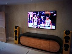 "#liveinstall @Carol Knutson UK 75"" with @KEFAudio reference speakers controlled via @Control4 (via @visualsoundsltd)"