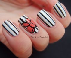 Create a snazzy and classy design on your nails using nail art detailing brushes. This manicure is fun and easy to wear. Fabulous Nails, Gorgeous Nails, Love Nails, How To Do Nails, Pretty Nails, Fun Nails, Yellow Nail Polish, Nailart, Finger