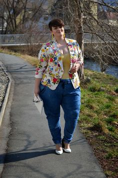 this is a super cute blazer I want it! Good outfit for the plus size ;) Plus Size Fashion - Curvy Claudia: The Kadina Pants Source by size fashion curvy Look Plus Size, Plus Size Girls, Plus Size Women, Curvy Outfits, Mode Outfits, Plus Size Outfits, Moda Xl, Plus Zise, Cute Blazers