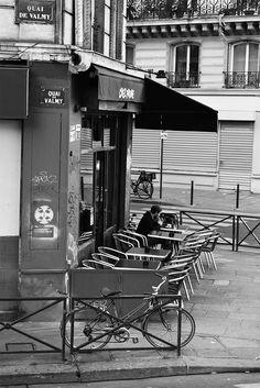 Parisian cafe along Canal Saint-Martin / Un café parisien le long du Canal Saint-Martin