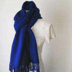 Vivid blue handwoven scarf. #pinkoi #creema #minne -#iichi #手織りストール #鮮やかな青色 #綿 #オールシーズン