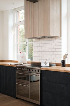 The cooker run with timber extractor in the new Clerkenwell Apartment project by deVOL
