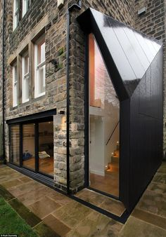 This contemporary lean-to on the side of the Victorian semi-detached house adds a new dimension to the property House Extension Design, Extension Designs, Glass Extension, Extension Ideas, Victorian Terrace, Lean To, House Extensions, Detached House, Semi Detached