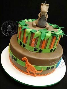 Dinosaur cake by Mirella Rodrigues