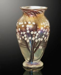 Clear Frost Hawthorn by Orient & Flume Art Glass. A classic Orient & Flume design. This small clear frost hawthorn vase is decorated with hand-trailed trees and white millifiori flowerettes. Each piece is unique and will vary. Small Glass Vases, Glass Art, Porcelain Ceramics, Ceramic Vase, Jugendstil Design, Brown Decor, Metal Vase, Look Vintage, Vintage Art