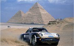 Porsche Type 959 Wins the Pharaoh Rally Oktober Porsche used the intended bi-turbo engine for the first time; Saeed Al Hajri and John Spiller won the Pharaoh Rally with this car. Porsche 911, Carros Porsche, Porsche Autos, Porsche Classic, Classic Cars, Ferrari, Lamborghini, Le Mans, Motosport