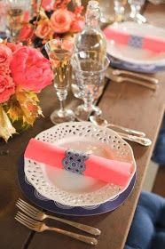 Very pretty blue and white with pink napkin.