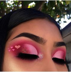 eyeshadow looks 44 Amazing Eye Make Up Ideas For ValentineS Day That You Can Try Makeup Eye Looks, Eye Makeup Art, Cute Makeup, Pretty Makeup, Skin Makeup, Eyeshadow Makeup, Eyeshadows, Makeup Inspo, Awesome Makeup