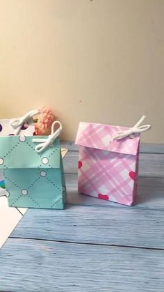 Gift Wrapping Bows, Creative Gift Wrapping, Wrapping Ideas, Diy Crafts For Gifts, Fun Crafts, Gift Wrapping Techniques, Paper Gifts, Paper Bags, Paper Crafts Origami