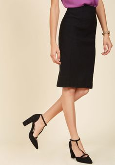 <p>Some things never change - like your favorite cocktail and the classic panache of this black pencil skirt! With a high-waisted, elasticized silhouette, this sleek number offers endless styling versatility. While you ponder your options, how's that highball?</p>