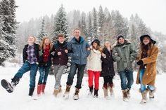 extended family photography Family posing in snow - family posing for family posing for family posing for family posing bench, Snow Family Pictures, Adult Family Photos, Extended Family Pictures, Large Family Portraits, Family Pictures What To Wear, Winter Family Photos, Large Family Photos, Family Picture Poses, Family Picture Outfits