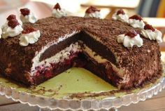 Lucy loves to bake: Čokoládovo - višňová torta Russian Recipes, Pavlova, Sweet Recipes, Food And Drink, Cheesecake, Favorite Recipes, Sweets, Ale, Baking