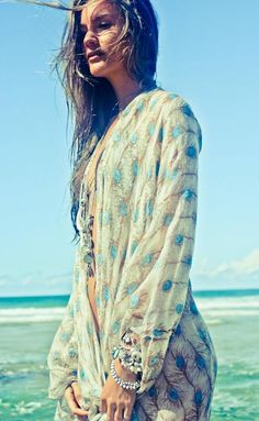 Beautiful peacock feather kimono. Lovely beach cover up for summer or a light cardigan for spring.