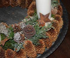 Lantern Christmas Decor, Christmas Home, Christmas Wreaths, Snowman Decorations, Outdoor Christmas Decorations, Holiday Decor, Paper Snowflake Template, Million Flowers, Minimalist Christmas