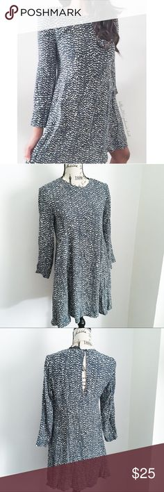 "Zara Dark Blue + White Long Sleeve Shift Dress ✦   ✦{I am not a professional photographer, actual color of item may vary ➾slightly from pics}  ❥chest:18"" ❥waist:21"" ❥length:35"" ❥sleeves:20.5"" 5"" wide ➳material/care:tag cut feels like a textured polyester no stretch ➳fit:in my opinion true, arms might be fitted for some ➳condition:has a small part of seam that's unraveling in the back & needs mending (4th photo)  ✦20% off bundles of 3/more items ✦No Trades  ✦NO HOLDS ✦No transactions outside…"