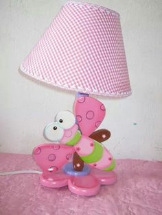 Lámpara libélula Arte Country, Girl Nursery, Decoupage, Diy And Crafts, Kids Room, Chandelier, Table Lamp, Woodworking, Gift Wrapping