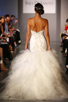 Amazing wedding dress - TRENDS for 2014. We love it!