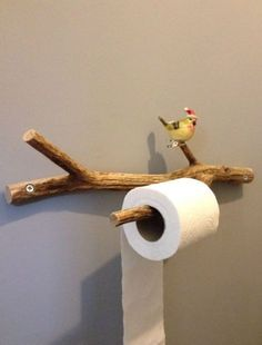 16 DIY Toilet Paper Storage Ideas For Your Lovely Bathroom Store your toilet roll in style! It's function and decorative with tons of style to choose from - industrial, sport, rustic, animally and more! Toilet Roll Holder Industrial, Rustic Toilet Paper Holders, Diy Home Crafts, Diy Craft Projects, Diy Home Decor, Rustic Toilets, Toilet Paper Storage, Small Toilet, Diy Furniture