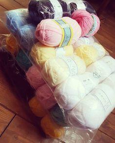 Necesitaba sólo un par de ovillos de color blanco...  #todobajocontrol  #bramacrochet #amigurumi #あみぐるみ #amigurumilove #handmadetoys #crochetdolls #crochetlove #crochet #kawaii #etsy #etsyshop #diy #handmade #ganchillo #häkeln #uncinetto #craft #crocheterofinstagram #handmade #yarn #yarnporn #fattoamano #plush #plushies #workinprogress #wip #yarnaddiction