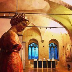 Non solo pittura nella Galleria Nazionale dell'Umbria ... la tristezza di lei è perché la vacanza è quasi finita !!! (A questa battuta... glie so cascate le braccia )    #perugia #igersitaly #igerseurope #igersitalia #igersperugia #ig_italia #ig_italy #ig_europe #ig_perugia #storiadellarte #scultura #instaculture #italianplaces #comeandsee #thisisitaly #art #instaart #whatitalyis #italiainunoscatto #bestvacations #lovesitalia #sculpture #galleria #architecture #architettura #artstory…