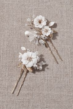 Finished with Swarovski crystals and freshwater pearls, this handmade pair of enameled floral hair pins adds a touch of whimsy to your tresses. Beach Wedding Headpieces, Headpiece Wedding, Bridal Headpieces, Bohemian Hair Accessories, Wedding Hair Accessories, Girls Accessories, Jewelry Accessories, Bohemian Hairstyles, Wedding Hairstyles