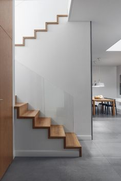 16 Moderne Treppe - Modern Staircase - - New Ideas Stairs Architecture, Interior Architecture, Interior Design, House Staircase, Modern Staircase, Railing Design, Staircase Design, Pole Barn House Plans, Wooden Staircases