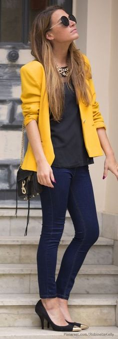 Dark yellow blazer and dark denim for Fall street style Estilo Casual Chic, Casual Chic Style, Casual Street Style, Look Chic, Street Style Women, Street Styles, Fashion Mode, Look Fashion, Autumn Fashion