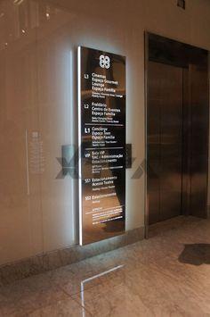 Parlak, şık ve etkileyici bir asansör yönlendirme tabelası