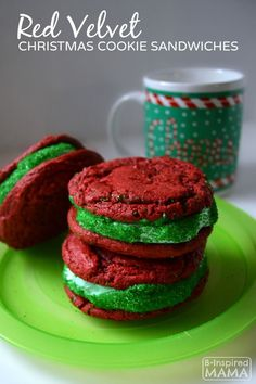 Easy Red Velvet Christmas Cookie Sandwiches with a Cake Mix! Red Velvet Christmas Cookie Sandwiches Recipe - fun and festive for the kids to help make!Red Velvet Christmas Cookie Sandwiches Recipe - fun and festive for the kids to help make! Easy Christmas Cookie Recipes, Christmas Cookie Exchange, Christmas Cupcakes, Holiday Cookies, Christmas Desserts, Christmas Ideas, Merry Christmas, Christmas Parties, Holiday Treats