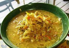 Il cavolo verza alla tirolese è una saporita minestra che si prepara cuocendo le foglie della verza in padella con la cipolla rosolata e aggiungendo ...