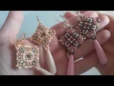 Tutorial Orecchini Mosaico con superduo e rocailles - YouTube Seed Bead Earrings, Beaded Earrings, Beaded Jewelry, Jewellery, Wire Jewelry, Handmade Jewelry, Seed Bead Patterns, Jewelry Patterns, Beading Patterns