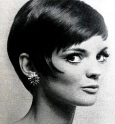 Linda Morand by Willy Rizzo Hair by Alexandre de Paris Bob Hairstyles With Bangs, Short Hairstyles For Women, Vintage Hairstyles, Diy Hairstyles, Mod Hairstyle, Hairdos, 1960s Hairstyles, Beautiful Hairstyles, Peach Makeup