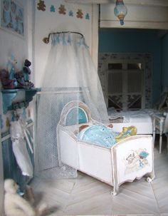 idea for the hanging the shower curtain Miniature Rooms, Miniature Furniture, Dollhouse Furniture, Barbie Furniture, Bedroom Furniture, Minis, Dollhouse Miniatures, Dollhouse Ideas, Doll Beds
