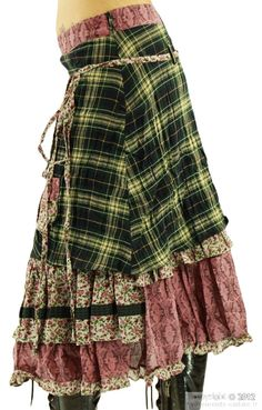 I think that I could achieve this. Layer those damn skirt lengths, girl! Great for winter...