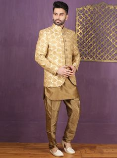 We unfurl our intricacy and exclusivity of our creations highlighted in this creative golden jaqurd silk brocade manswear sherwani. Indian Wedding Suits Men, Indian Groom Wear, Wedding Dress Men, Indian Wedding Outfits, India Fashion Men, Indian Men Fashion, Mens Fashion Suits, Wedding Sherwani, Sherwani Groom