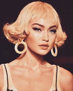 10 Pics That Prove Gigi Hadid Can Pull Off Literally Any Beauty Look #RueNow