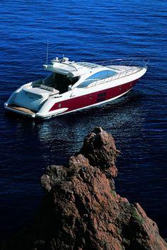 "Charter yacht ""Minx"" - Azimut 68S"