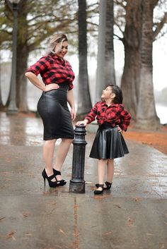 Mother and daughter matching outfits, mommy and me photoshoot @leahraephotography www.leahraephotos.com