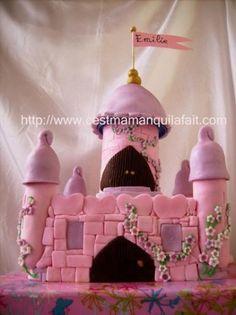 Voici le tutoriel complet pourfaire un gâteau château de princesse en 3D. Comment le faire de A à Z en photos étape par étape. Il y avait quelques liens inactifs sur mon article donc je l'ai remis a neuf et réactualisé. De plus je n'avais pa