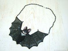 Купить Черное вышитое колье Летучая Мышь для Хеллоуина в интернет магазине на Ярмарке Мастеров