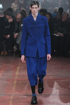 Fall 2015 Menswear  Alexander McQueen  http://www.style.com/slideshows/fashion-shows/fall-2015-menswear/alexander-mcqueen/collection/24