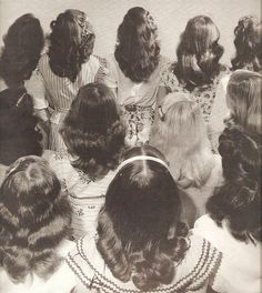 Hairstyles- History of Women's Hairstyles hairstyles. Young teen and women's long hair with a simple center hairstyles. Young teen and women's long hair with a simple center part. Retro Hairstyles, Teenage Hairstyles, Wedding Hairstyles, Short Hairstyles, 1940s Hairstyles For Long Hair, Braid Hairstyles, Unique Hairstyles, Mode Blog, Shoulder Length Hair