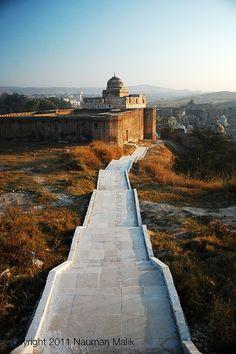 At Katas Raj Mandir, Pakistan. Travel Around The World, Around The Worlds, Places To Travel, Places To Visit, Pakistan Travel, Walled City, Amazing Buildings, Heaven On Earth, World Heritage Sites
