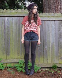 high waisted black denim shorts, slouchy band tee, flat boots, beanie. Cas-cool-grunge