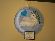 5ο Νηπιαγωγείο Τρίπολης: 28η Οκτωβρίου 1940 School Projects, Projects To Try, Kindergarten, Crafts For Kids, Decorative Plates, Peace, Art Kids, Initials, Spring
