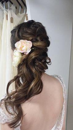 long wedding hairstyle; via Heather Ferguson / http://www.himisspuff.com/bridal-wedding-hairstyles-for-long-hair/42/