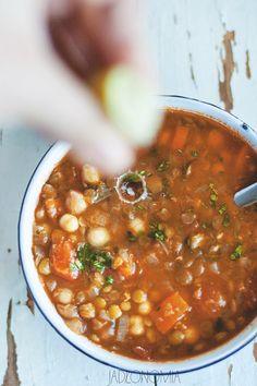 Harira to narodowa marokańska zupa - można zjeść ją w tanich barach, w… Healthy Soup Recipes, Healthy Cooking, Diet Recipes, Vegetarian Recipes, Healthy Eating, Cooking Recipes, Vegan Soups, Turkish Recipes, Ethnic Recipes