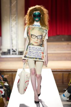 Vivienne Westwood protests climate change at London Fashion Week - Vivienne Westwood Homo Loquax climate change fashion show A/W 2019 - Alternative Mode, Punk, Fashion Show, Fashion Design, Fashion Spring, Climate Change, Sustainable Fashion, Ready To Wear, Creations