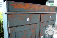 A close up of the great #Chippy finish you can get with #SweetPickins #MilkPaint.  #ShabbyChic #Painting